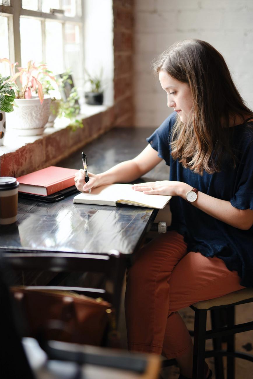 Kvinna skriver